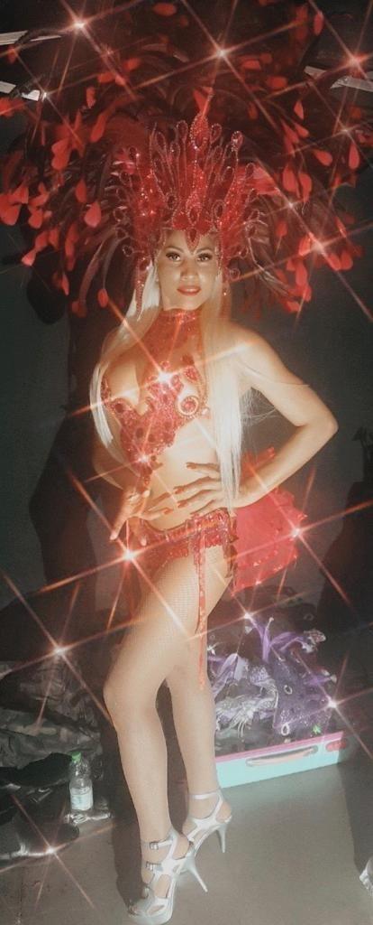 Camila Piùpiù a brasileira que representa o Carnaval carioca na Itália