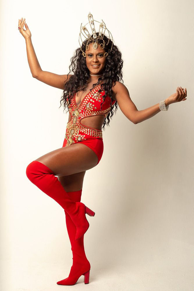 Rainha do samba na Austrália, Talita Fontainha estreia na avenida como musa da Renascer de Jacarepaguá e destaque na Portela